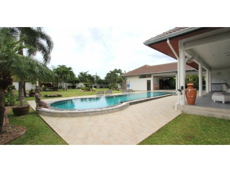 For sale 4 bedroom pool villa in Hua hin soi 6