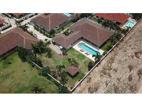 A vendre Villa 4 chambres avec piscine à Hua Hin Soi 6