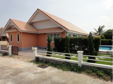 Pool villa 3 bedrooms with pool and garden