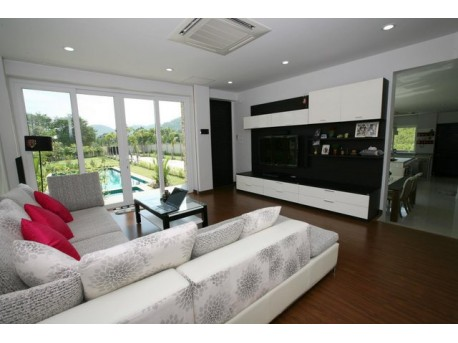 Villa 4 bedrooms with pool and garden in Huahin