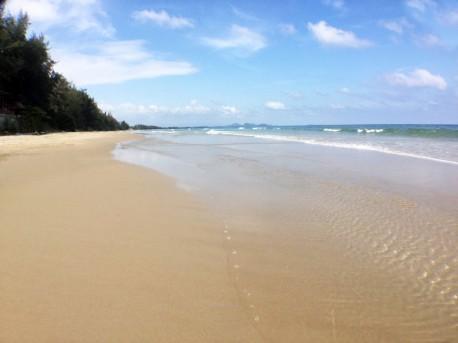 Land 3.5 rai beach front in Bang Saphan
