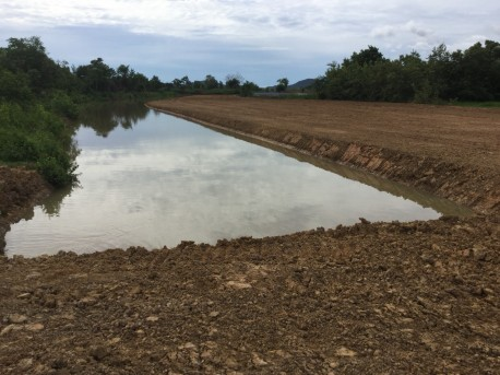 Plot of land with lake 1 rai for sale in Pranburi