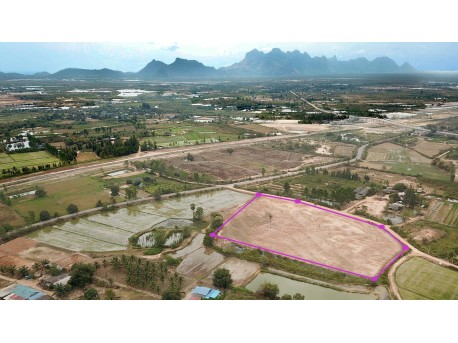 Land 15 rai 66 t.w. for sale in Pranburi